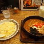 スープカレーGARAKU - とろとろ炙り焙煎角煮 & ラッシー
