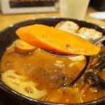 スープカレーGARAKU - とろとろ炙り焙煎角煮(人参)