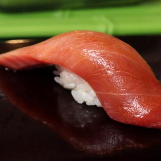 築地時代から変わらぬ老舗の一貫。場内仕入れの新鮮寿司を堪能!