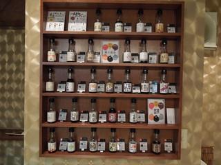 純米酒専門YATA  名古屋栄店 - こだわり醤油の棚