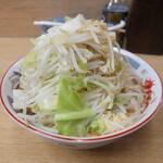 ラーメン二郎 - 麺少なめ、ヤサイ・ニンニク