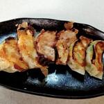 122059636 - 海鮮トリオ餃子(えび2個、タコ2個、しそ入貝柱2個) 715円(税込)