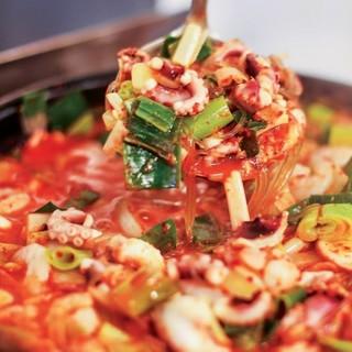 タコの旨味と辛さのバランスが絶妙♪釜山の名物鍋料理をどうぞ!