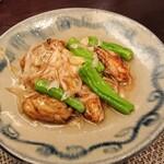 122066531 - 広島産牡蠣の葱と生姜の強火炒め