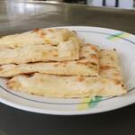 アリアナレストラン - チーズナン