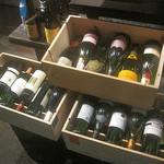ビストロ58 - 店内にあったワインの一部