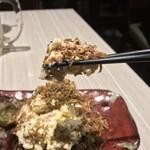 肉と和SAKEの個室居酒屋 ばく  - 肉と和SAKEの個室居酒屋 ばく 五反田店(東京都品川区西五反田)玉子のポテサラ