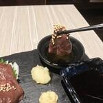 肉と和SAKEの個室居酒屋 ばく  - 肉と和SAKEの個室居酒屋 ばく 五反田店(東京都品川区西五反田)馬刺し 赤身・こうね・ハツ・レバー