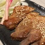 肉と和SAKEの個室居酒屋 ばく  - 肉と和SAKEの個室居酒屋 ばく 五反田店(東京都品川区西五反田)ハーブ三元豚の味噌焼き