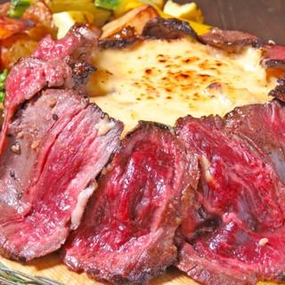 肉×チーズの特濃コラボ♪【肉のシカゴピザコース】