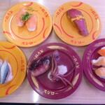 スシロー - 青物3種盛り、丸ごとイカ寿司、サーモン3貫盛り、黒みる貝、大切りまぐろの昆布巻き