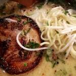 麺屋 あまのじゃく - チャーシューと麺