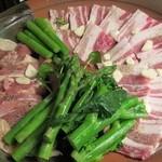 蔵家菊亭 - メインの豚肉の陶板焼