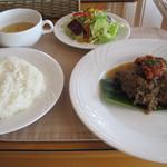 ベイベール - 鶏肉のスパイス煮。これで980円は安い。
