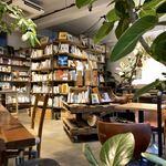 ルート ブックス - 様々なお席の向こうに本棚