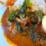 カレープラント - 因幡牛と生唐辛子のダルカレー(スパイス半熟卵トッピング)
