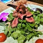 タヒチ - 信州牛のパクチーサラダ