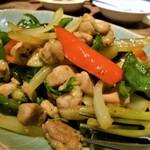 タヒチ - 鶏肉のバジル炒め