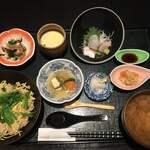 旬房 街道 青葉 - 鶏と牛蒡と芹の炊き込みご飯ランチ1000円です