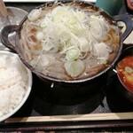 たつみ屋 - どぜう鍋 丸 1738円 ご飯、味噌汁付き