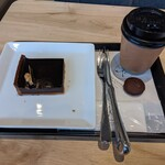アンドコーヒー メゾンカイザー - タルトショコラ(400円+税)、アンドコーヒーブレンドホット(218円+税)