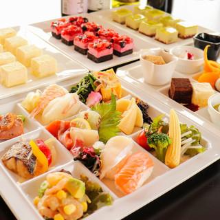 約100種類もの料理が楽しめるバイキング☆