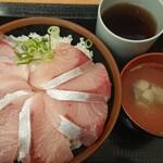 Minatoshokudou - ハマチ丼(800円)+大盛り(100円)