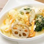 ズワイ蟹と冬野菜のグラタン