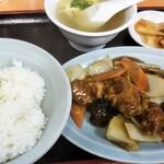 中国料理大龍 - 料理写真:茶碗と皿の色が昭和チック(笑)