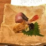 Amenimomakezu - 鰆の炭火炙りとぼたん海老の肝添え