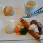 Kinosakimarinwarudokafeandoresutoranterasu - 鶏のつくねと有頭海老フライのプレート