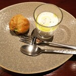 OnyVa! - ●アミューズ・カリフラワーのムース、ブロッコリーのシュークリーム