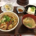 すき家 - 食べラー・メンマ牛丼健康セット