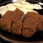 Tonkatsuyamamoto - へれかつ定食です。肉厚なのにこんなに柔らかくて衣はサクサクで美味しくてビックリしました。お肉にも下味がしっかり付いててお肉自体の味も楽しめました。あと、お味噌汁も絶品なんです!