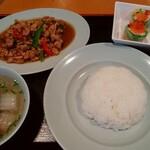 """チャンパー - 鶏挽肉のバジル炒め""""(¥600)をAセット(¥230)"""