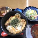 まるおつ食堂 - 料理写真:カツ丼定食