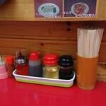 さんさん食堂 - 料理写真:カウンターの卓上