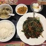 広東飯店 美香園 - ニラレバ定食です