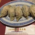 広東飯店 美香園 - 美香園の特製餃子です