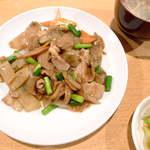 ニイハオ - 【ランチ】豚肉・ザーサイとニンニクの芽の黒胡椒炒め。塩味薄めで健康志向?