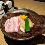 いかの墨 - 豚バラ肉の朴葉味噌焼き