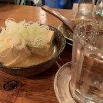 やきとん ひなた - 煮豆腐はなんと200円!味良しでコスパ最高っ!