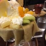 アップルポット - 料理写真:缶詰フルーツなどを中心にした、とても昭和的なパフェ