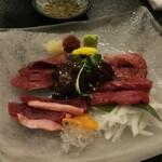 会津郷土料理 楽 - 馬刺し盛合せ
