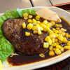 美食や やま信 - 料理写真:生姜焼きを思わせる、甘辛い飴色のソースが個性的。ジューシーというより、凝縮した肉感のあるハンバーグ