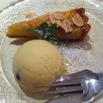 12215751 - デザートはラムレーズンアイスとアップルパイ