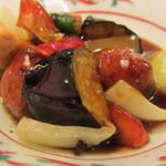 さんるーむ - 黒つくねと彩り野菜の黒酢あんかけ