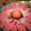 美勝 - 料理写真:ユッケ風牛肉たたき 1,100円(税別・数量限定)