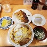 122168784 - カツ丼上と餃子