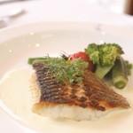 ラパン・アジル - ランチセット魚のメニュー、スズキのポワレ